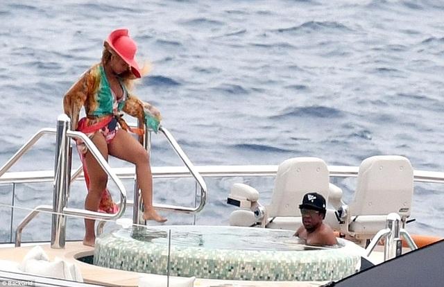 Vợ chồng Beyonce Knowles thư giãn trên du thuyền 180 triệu USD - 10
