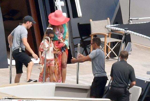 Vợ chồng Beyonce Knowles thư giãn trên du thuyền 180 triệu USD - 12
