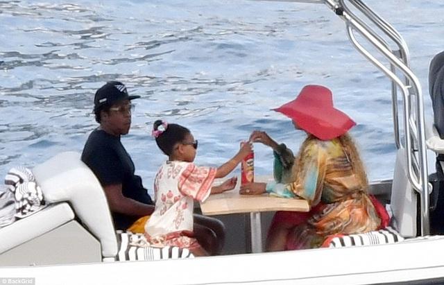 Cô con gái lớn của Beyonce và Jay-Z khá quen thuộc với truyền thông.