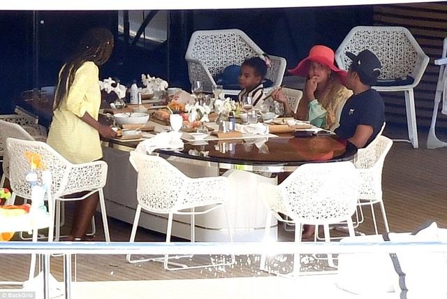 Vợ chồng Beyonce Knowles thư giãn trên du thuyền 180 triệu USD - 21
