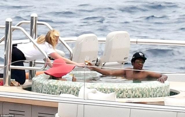 Vợ chồng Beyonce Knowles thư giãn trên du thuyền 180 triệu USD - 6