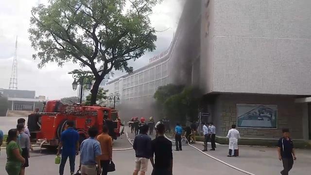 Đám cháy xuất phát từ hội trường tầng 1 trường Đại học Y Dược - Đại học Huế