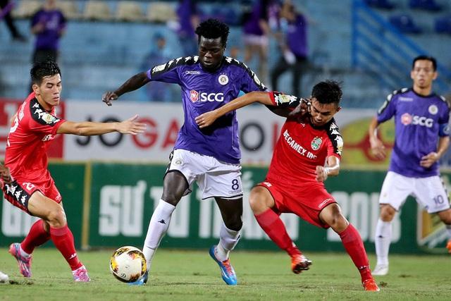 ... và Moses ghi bàn, giúp CLB Hà Nội nuôi tiếp hy vọng trước trận bán kết lượt về (ảnh: Gia Hưng)