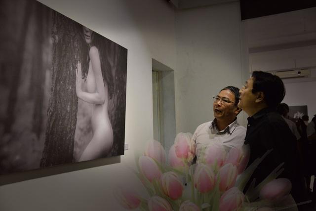 Triển lãm ảnh khoả thân nghệ thuật đã thu hút rất nhiều sự chú ý của dư luận từ khi chưa khai mạc.