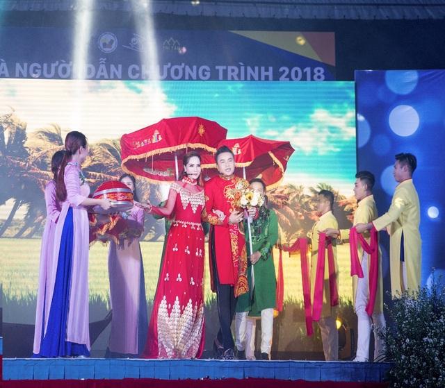Bảo Ngọc thể hiện giọng ca tuyệt vời khi song ca cùng Nam vương Huy Hoàng trong ca khúc Thuyền Hoa