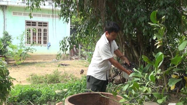 Nguồn nước thải từ bãi rác thẩm thấu vào đất nên nhiều giếng nước của người dân đều bị ô nhiễm