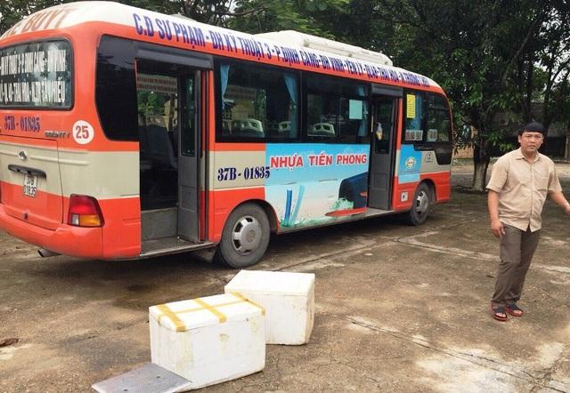 Chiếc xe buýt chở nội tạng vừa mới bị bắt giữ.