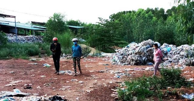 Nhiều năm qua, cuộc sống người dân ở xóm 1, thôn Thiện Đức, xã Hoài Hương (huyện Hoài Nhơn, Bình Định) bị đảo lộn vì ô nhiễm môi trường.