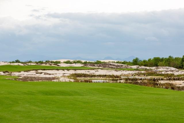 FLC Quang Binh Golf Links có thể coi là tổ hợp sân golf lớn nhất Việt Nam với chuỗi liên hoàn nhiều sân, mỗi sân mang nét đặc trưng riêng của các sân dạng links.