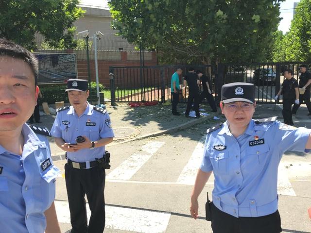 Nổ lớn trước cửa đại sứ quán Mỹ ở Trung Quốc - 3