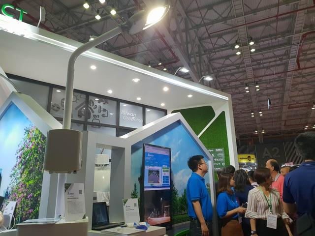 Nhiều thiết bị thông minh cho gia đình và giao thông cũng xuất hiện tại triển lãm