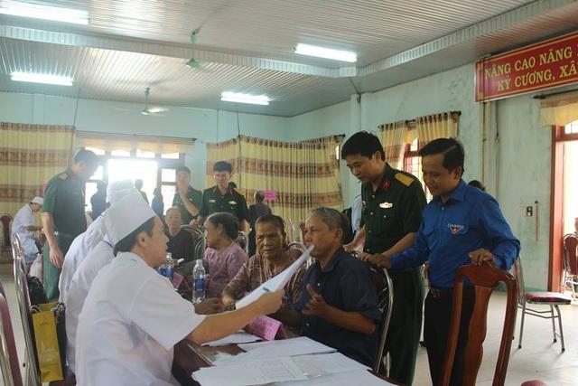 Tổ chức tư vấn sức khỏe, khám bệnh cho người dân