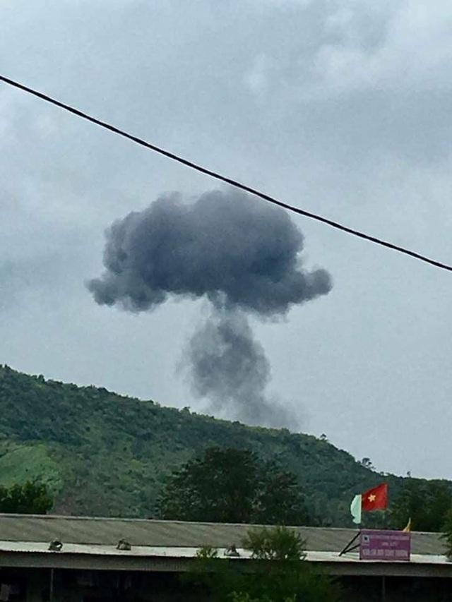 Máy bay quân sự này được cho là xuất phát từ sân bay Sao Vàng (huyện Thọ Xuân, tỉnh Thanh Hóa) và rơi tại làng Dừa, xã Nghĩa Yên, huyện Nghĩa Đàn, Nghệ An vào khoảng 12h ngày 26/7.
