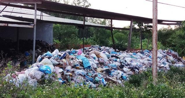 Lãnh đạo huyện Hoài Nhơn yêu cầu Công ty Duy Anh phải khắc phục các tồn tại bảo đảm môi trường cho nhân dân.