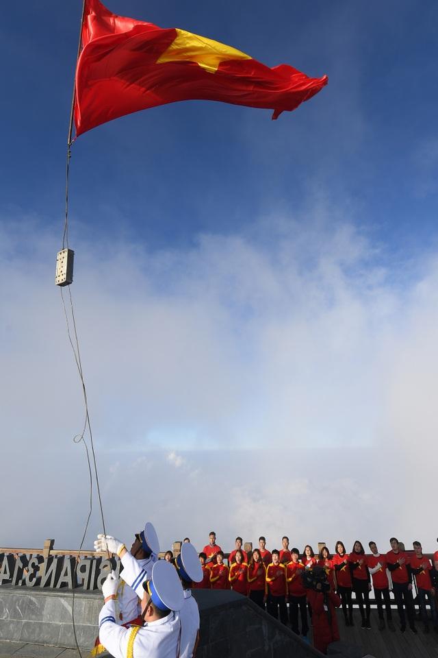 Chính thức khánh thành ngày 13/1/2017, cột cờ Fansipan là công trình mang ý nghĩa quan trọng, khắc ghi dấu ấn dân tộc, tinh thần Việt Nam trên đỉnh núi cao nhất Đông Dương.