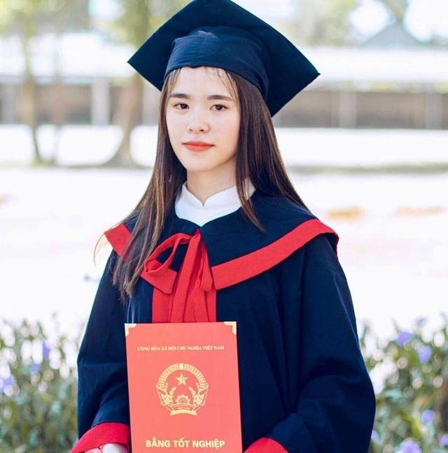 Phương Anh trong ngày lễ tốt nghiệp THPT