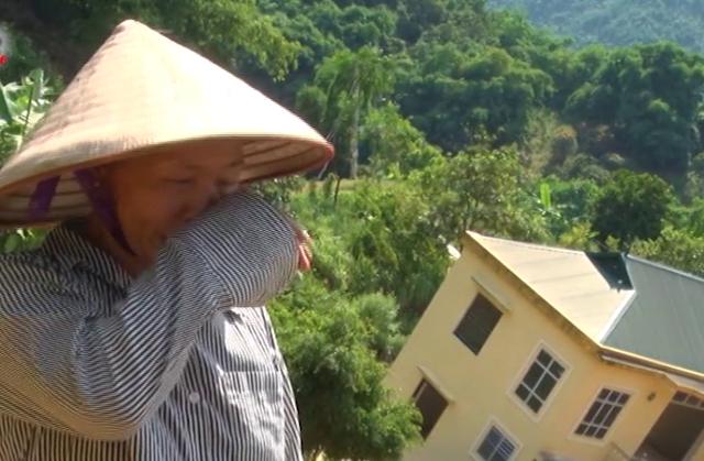 Bà Hoa khóc cạn nước mắt trước mất mát quá lớn về tài sản.