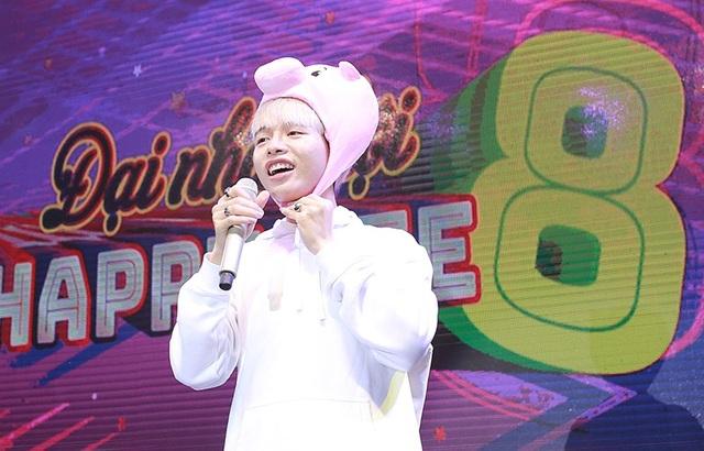 Đức Phúc đội mũ con heo nhảy tưng bừng, Hòa Minzy tung ca khúc mới - 5