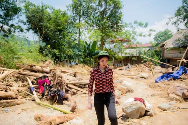 Do ảnh hưởng của hoàn lưu cơn bão số 3 vừa qua, xã Sơn Lương, huyện Văn Chấn là một trong 3 xã bị thiệt hại nặng nề với 3 người chết, 15 nhà bị sập trôi hoàn toàn, 21 nhà bị thiệt hại nặng nề và 50 nhà phải di dời khẩn cấp. Hiện nay cuộc sống của người dân nơi đây đang gặp rất nhiều khó khăn.