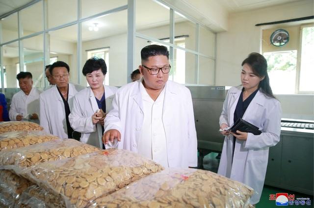 Nhà lãnh đạo Kim Jong-un cũng kêu gọi nhà máy thực phẩm tổng hợp Songdowon cạnh tranh với các nhà máy khác để tạo ra những sản phẩm tốt hơn.