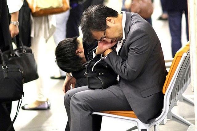 Nhật ra quy chế mới ngăn ngừa tình trạng làm việc quá sức - 1