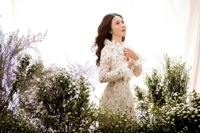 Doanh nhân – Hoa khôi Lan Phương đẹp tinh khôi với sắc trắng - Ảnh 1.