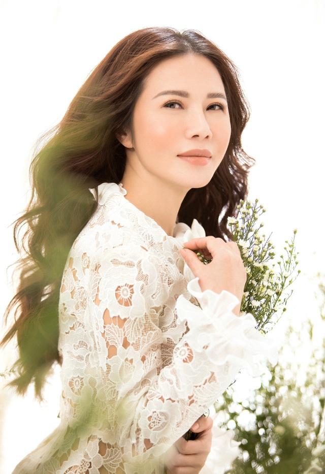 Doanh nhân – Hoa khôi Lan Phương đẹp tinh khôi với sắc trắng - Ảnh 2.