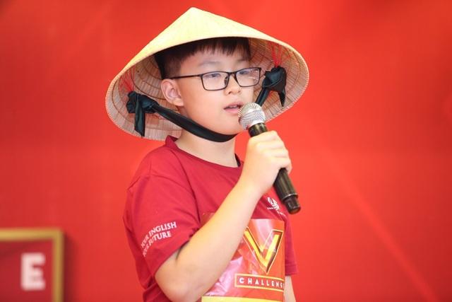 Trước thi bước vào phần 2, các thí sinh được bốc thăm thứ tự dự thi của mình. Các thí sinh ở bảng thi Young Leaders nhỏ tuổi hơn thuyết trình về nét đẹp văn hóa của Việt Nam.