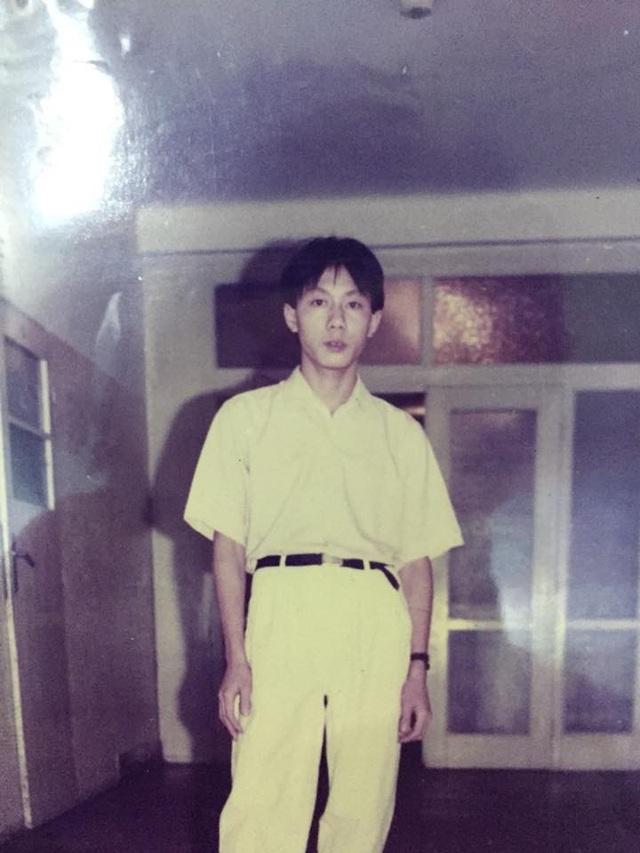 Ngày trẻ chú Hùng trông rất điển trai, phong độ.