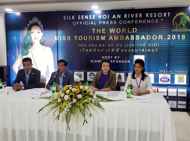 Ban tổ chức cuộc thi họp báo công bố sự kiện