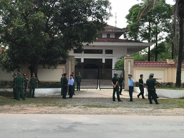 Thi thể hai phi công hi sinh đã được đưa về nhà tang lễ Bệnh viện Quân Y IV.