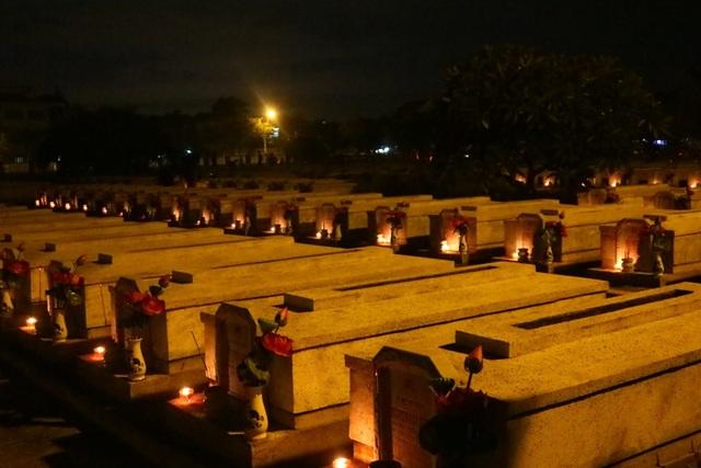 Nghĩa trang liệt sĩ được thắp sáng, sưởi ấm bởi tấm lòng tri ân của thế hệ trẻ