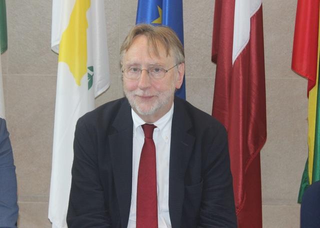 Chủ tịch Ủy ban Thương mại Quốc tế Nghị viện châu Âu Bernd Lange trong cuộc gặp với báo chí Việt Nam (Ảnh: Thành Đạt)