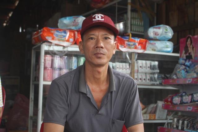 Anh Trần Văn Biên (Bản May) và gia đình đã may sống sót khi trận lũ quét qua