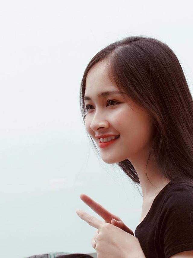 Những đường nét trên gương mặt của Khánh Linh rất hài hòa, toát lên sự dịu dàng, đằm thắm.