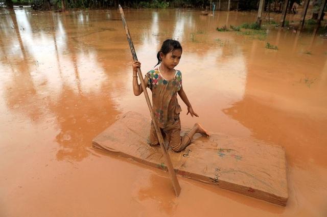 Công tác khắc phục hậu quả lũ lụt do vỡ đập có thể sẽ mất nhiều thời gian. (Ảnh: Reuters)