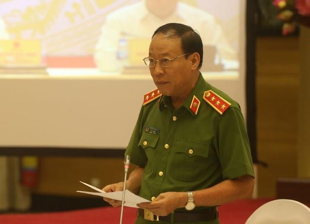 Thứ trưởng Bộ Công an Lê Quý Vương báo cáo tình hình tội phạm tại hội nghị