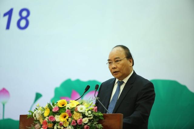 Thủ tướng Nguyễn Xuân Phúc phát biểu kết luận tại hội nghị. Ảnh: Nam Nguyễn.