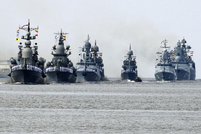Buổi tổng duyệt cho lễ duyệt binh kỷ niệm Ngày Hải quân Nga đã diễn ra tại St. Petersburg, Kaliningrad và Sevastopol hôm qua 26/7 trước sự chứng kiến của nhiều người dân Nga. (Ảnh: Sputnik)