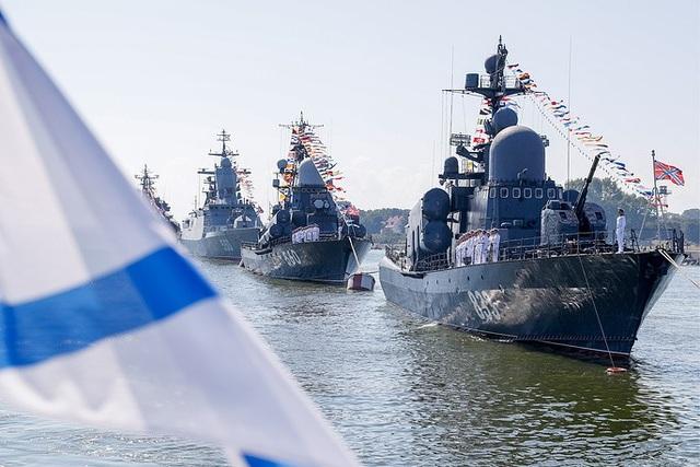 Các tàu R-257 và Zyb tham gia diễn tập tại Kaliningrad. (Ảnh: TASS)