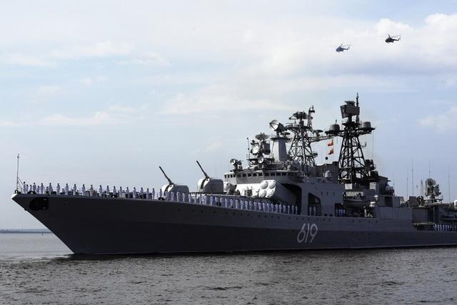Hơn 40 tàu chiến, bao gồm nhiều loại từ tàu tuần tra, tàu quét thủy lôi cho tới tàu hộ vệ và tàu đổ bộ, dự kiến sẽ tham gia vào lễ duyệt binh năm nay. Trong ảnh: Tàu săn ngầm Severomorsk của Hải quân Nga (Ảnh: Sputnik)