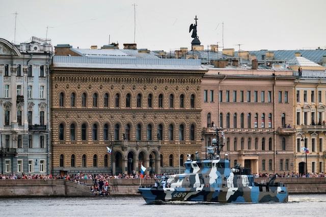 Một số tàu sẽ lần đầu tiên ra mắt công chúng trong lễ duyệt binh kỷ niệm Ngày Hải quân như tàu trinh sát Ivan Khurs vừa được biên chế đầu năm nay. (Ảnh: Sputnik)