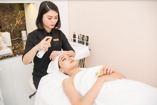 Hoa hậu ảnh, Hoa hậu hoàn vũ Việt Nam 2017 – Ngọc Nữ - thư giãn, trải nghiệm chăm sóc da tại phòng dịch vụ spa tại trung tâm H&H