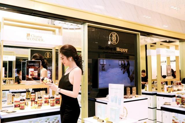 """Á hậu Tú Anh luôn tự nhận mình là """"tín đồ"""" của H&H đặc biệt là với sản phẩm nước giảm cân, thanh lọc cơ thể Cleanse Wonder"""