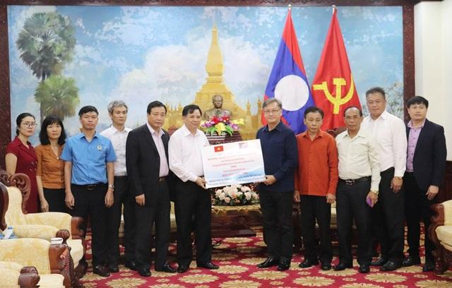 Bộ Nông nghiệp ủng hộ 300 triệu đồng giúp Lào khắc phục vỡ đập thủy điện.