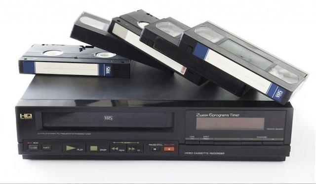 Video Cassette (VCR) được sản xuất bởi các công ty Nhật Bản, đã hoàn toàn làm thay đổi cách thức chúng ta giải trí trong cả truyền hình và phim ảnh
