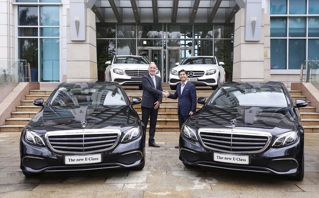 Ông Choi Duk Jun, Tổng Giám đốc Mercedes-Benz Việt Nam và chủ đầu tư khách sạn Grand Mercure Đà Nẵng trong buổi bàn giao xe.