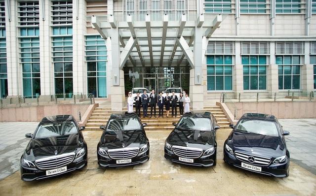 6 chiếc xe E-Class thế hệ mới thuộc các phiên bản E 200 và E 250 đã bàn giao cho Công Ty Cổ Phần ĐTXD & PTHT Nam Việt Á - chủ đầu tư khách sạn Grand Mercure Đà Nẵng.