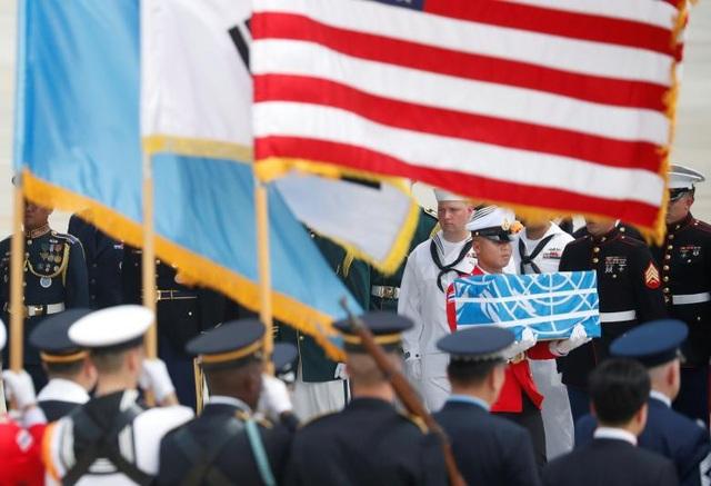 Đây là lần đầu tiên Triều Tiên trao trả hài cốt các binh sĩ Mỹ kể từ năm 2007 và được xem là động thái thể hiện thiện chí của chính quyền Bình Nhưỡng. (Ảnh: Reuters)