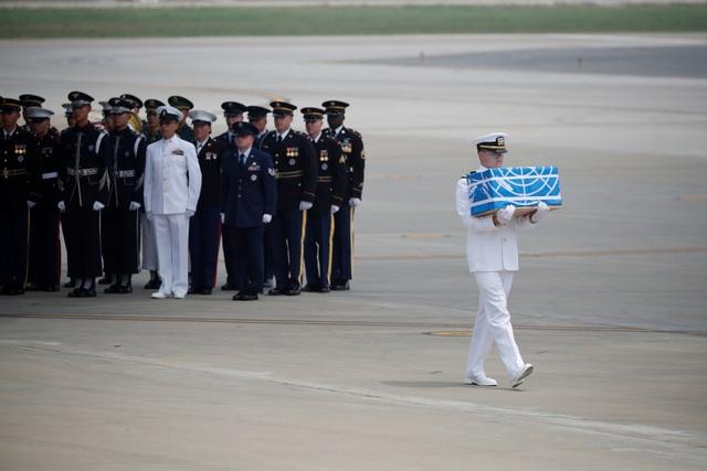 Việc chuyển giao hài cốt diễn ra đúng vào dịp Hàn Quốc, Triều Tiên và Mỹ kỷ niệm 65 năm ký thỏa thuận dình chiến kết thúc Chiến tranh Triều Tiên. (Ảnh: Reuters)